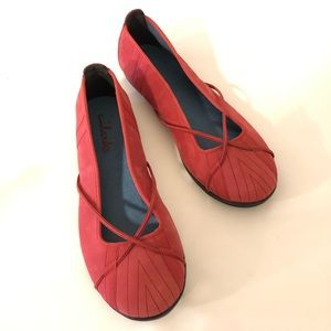 7M Clark's red comfy shoes